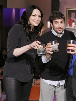 HOLLYWOOD GAME NIGHT (l-r) Laura Prepon, Jason Biggs (Photo by: Trae Patton/NBC) 2014 NBCUniversal Media, LLC