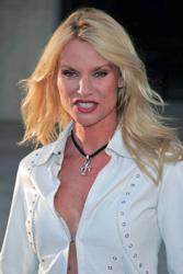Nicollette Sheridan As Edie Britt - Desperate Housewives - ABC - All Rights Reserved