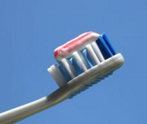 Toothbrush loaded with toothpaste