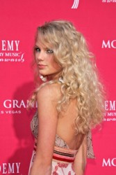 Taylor Swift With Lots of Curls & Waves