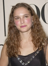 Natalie Portman at VH1/Vogue Fashion Awards in 2000