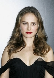 Natalie Portman With Soft Wavy Hairstyle In 2010