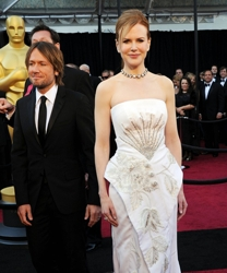 Nicole Kidman With Sleek Playful Ponytail Hairstyle