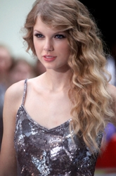 Taylor Swift Long Wavy Highlighted & Lowlighted Hair