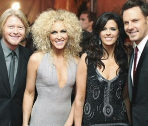 Kimberly Schlapman With Band Members