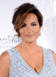 Mariska Hargitay Crown Based Hair Bump
