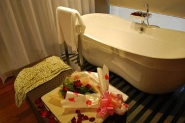 Bath tub spa setting - HB Media - All Rights Reserved