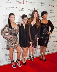 Khloe Kardashian With Sisters And Mom