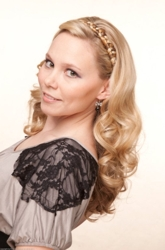 Beautiful Blonde Hairstyle From Barbara Lhotan
