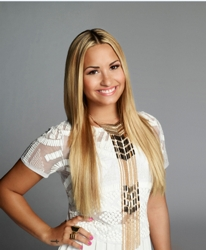 Demi Lovatos Stick Straight Hair