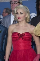 Gwen Stefani Pulled Back Platinum Blonde Hairstyle With Curls