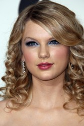 Taylor Swift With Spiral Curls