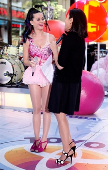 """""""Today"""" (l-r) Katy Perry, Ann Curry  - Photo by: Peter Kramer/NBC  Friday, August 27, 2014 on NBC"""