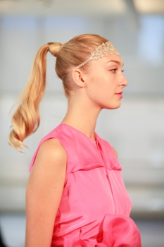 2014 Yuna Yang -   Lead hairstylist - Tadashi Harada Images: Gustavo Villar - Beauty Press - All Rights Reserved