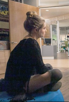 """RED BAND SOCIETY: Kara (Zoe Levin) """"So Tell Me What You Want"""" episode of RED BAND SOCIETY airing Wednesday, Oct. 15 (9:00-10:00 ET/ PT) on FOX. CR: Carin Baer/ FOX. © 2014 Fox Broadcasting Co."""