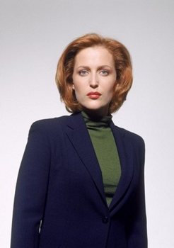 Gillian Anderson as Agent Dana Scully on THE X-FILES on FOX. Season premiere Sunday, November 5 (9:00 - 10:00 PM ET/PT.) ©2000FOX BROADCASTING CR:Timothy White/FOX