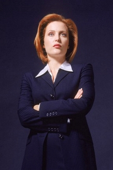 Timothy White/FOX Gillian Anderson as Agent Dana Scully on THE X-FILES on FOX. Season premiere Sunday, November 5 (9:00 - 10:00 PM ET/PT.) ©2000 FOX BROADCASTING CR:Timothy White/FOX