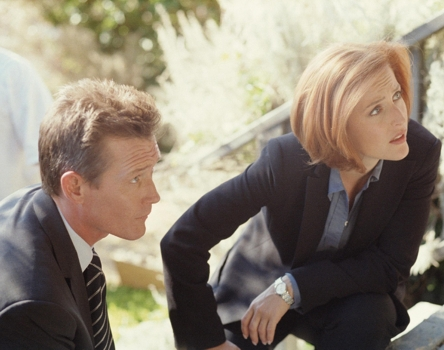 The X-Files > Retrospective Randy Holmes/FOX THE X-FILES - SEASON 8: Agent John Doggett (Robert Patrick, L) and Agent Dana Scully (Gillian Anderson, R) investigate their first case together.