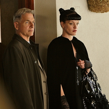 """""""Toxic""""-Abby (Pauley Perrette) with Gibbs (Mark Harmon) on NCIS Tuesday April 7 (8:00-9:00PM, ET/PT) on the CBS Television Network. Photo: Cliff Lipson/CBS ©2009 CBS BROADCASTING INC. ALL RIGHTS RESERVED"""