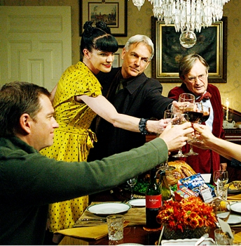 """""""Child's Play""""- The team (Michael Weatherly, Pauley Perrette, Mark Harmon, David McCallum, left to right) on NCIS, Tuesday Nov. 24 (8:00-9:00PM, ET/PT) on the CBS Television Network. Photo: Sonja Flemming/CBS ©2009 CBS BROADCASTING INC. ALL RIGHTS RESERVED"""