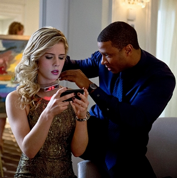 """Arrow -- """"Dodger"""" -- Image AR115a_0005b -- Pictured (L-R): Emily Bett Rickards as Felicity Smoak and David Ramsey as John Diggle -- Photo: Cate Cameron/The CW -- © 2013 The CW Network. All Rights Reserved"""