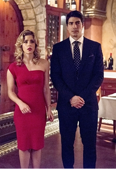 """The Flash -- """"All Star Team Up"""" -- Image - Pictured (L-R): Grant Gustin as Barry Allen, Emily Bett Rickards as Felicity Smoak, and Brandon Routh as Ray Palmer -- Photo: Cate Cameron/The CW -- © 2015 The CW Network, LLC. All rights reserved."""