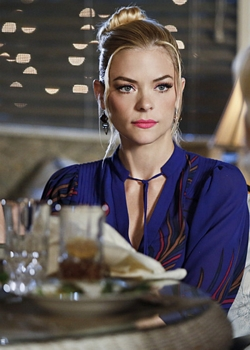 Hart of Dixie -- Jaime King as Lemon - Photo: Greg Gayne/The CW -- © 2014 The CW Network, LLC. All rights reserved.