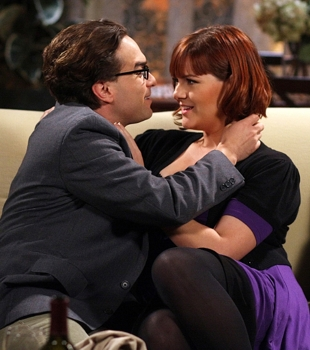 """The Lizard-Spock Expansion"" -- Wolowitz thinks he's found the love of his life (guest star Sara Rue, right), until she meets Leonard (Johnny Galecki, left), on THE BIG BANG THEORY, Monday, November 17 (8:00-8:30 PM, ET/PT) on the CBS Television Network. Photo: Mike Ansell/Warner Bros. ©2008 Warner Bros. Television All Rights Reserved"