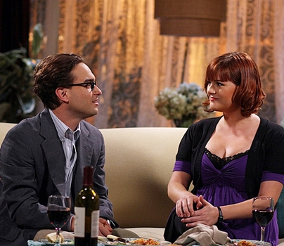 Sara Rue and Leonard (Johnny Galecki), on THE BIG BANG THEORY on the CBS Television Network. Photo: Mike Ansell/Warner Bros. ©2008 Warner Bros. Television All Rights Reserved