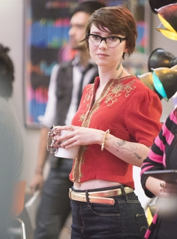 Valorie Curry as Kelsey in House of Lies (Season 4, Episode 1). - Photo: Michael Desmond/SHOWTIME - All Rights Reserved