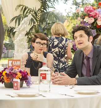 Valorie Curry as Kelsey and Ben Schwartz as Clyde Oberholt in House of Lies (Season 4, Episode 5). - Photo: Michael Desmond/SHOWTIME