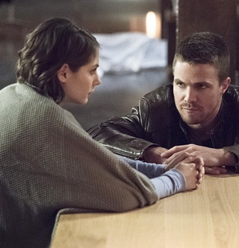 """Arrow -- """"Canaries"""" -- Image AR313C_0193b -- Pictured (L-R): Willa Holland as Thea Queen and Stephen Amell as Oliver Queen -- Photo: Dean Buscher/The CW -- © 2015 The CW Network, LLC. All Rights Reserved."""