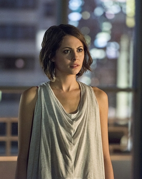 Willa Holland as Thea Queen -- Photo: Diyah Pera/The CW -- © 2015 The CW Network, LLC. All Rights Reserved.