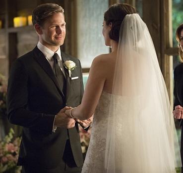 Vampire Diaries - (L-R): Matt Davis as Alaric and Jodi Lyn O'Keefe as Jo - Photo: Bob Mahoney/The CW - © 2015 The CW