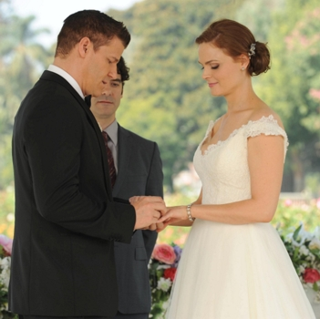 "BONES: Brennan (Emily Deschanel, L) and Booth (David Boreanaz, R) are married in the ""The Woman in White"" episode ET/PT) on FOX. ©2013 Fox"