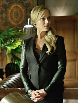 """Pictured: Julie Benz as Amanda Rosewater - DEFIANCE -- """"If You Could See Her Through My Eyes""""  -- (Photo by: Ben Mark Holzberg/Syfy).   2013 - 2015 Syfy Media, LLC"""