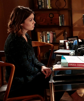 Mandy Moore Hair - Dr. Erin Grace on RED BAND SOCIETY on FOX. CR: Guy D'Amica / FOX. © 2014 Fox Broadcasting Co.