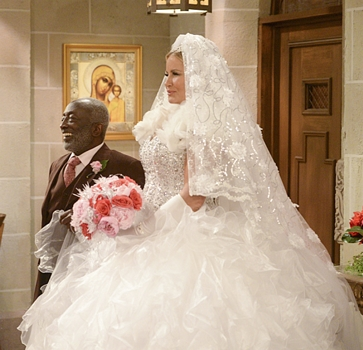 Earl (Garrett Morris) With Sophie (Jennifer Coolidge) at Sophie's Wedding - 2 Broke Girls on the CBS Television Network., Photo: Darren Michaels/Warner Bros. Entertainment Inc. © 2015 WBEI. All rights reserved.