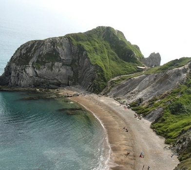 Man O'War Cove in St Oswalds Bay, Dorset, England (near Lulworth Cove and the natural rock arch of Durdle Door). Image by Adrian Pingstone by Adrian Pingstone - Wikipedia.com