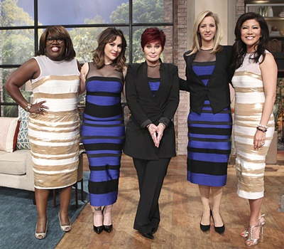 "Lisa Kudrow's Hair Aging With Class ""The Talk,"" Monday, March 2, 2015 on CBS Television Network. L-R, Sheryl Underwood, Alyssa Milano, Sharon Osbourne, Lisa Kudrow & Julie Chen, shown. Photo: Sonja Flemming/CBS ©2015 CBS Broadcasting, Inc. All Rights Reserved"