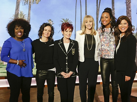 "Lisa Kudrow's Hair Aging With Class - ""The Talk,"" March 30, 2016 - CBS . L-R Sheryl Underwood, Sara Gilbert, Lisa Kudrow, Sharon Osbourne, Aisha Tyler & Julie Chen. Photo: Sonja Flemming/CBS ©2016 CBS Broadcasting Inc. All Rights Reserved."