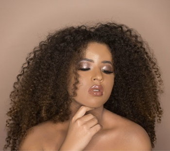 Fine-tuning Fine Curly Hair - Image by Raphael Lovaski - On Unsplash