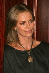 Charlize Theron Hair Pictures & Hair History Charlize_mrDC_438112