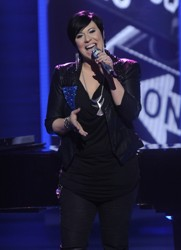 Erika Van Peldt After Drastic Short Hair Cut And Color On American Idol S11