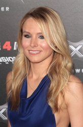 Kristen Bell With Long Side Swept Loosely Waved Hairstyle