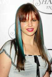 http://www.hairboutique.com/tips/images/AmberTamblynMay152005_250h.jpg