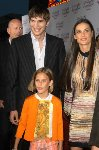 Demi Moore & Ashton Kutcher & Tulah Belle Willis Image 6862